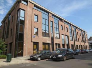 Het gebouw is gelegen in een residentiele wijk. Vlakbij de Brusselse Ring en goed bereikbaar met het openbaar vervoer. Het gebouw bestaat uit 4 verdie