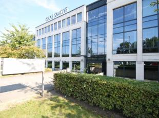 Immeuble de bureaux très moderne, visible du Ring de Bruxelles. Bureaux disponibles entre 371m² et 907m²! Parking disponible sur dema