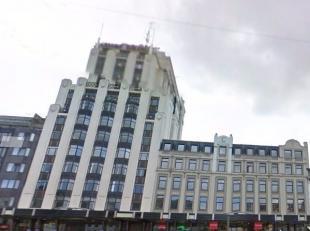 Een kantoorgebouw van 13 verdiepingen met een goede kwaliteit, gelegen aan het centraal station van Antwerpen, midden in de voorzieningen van alle ste