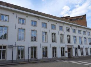 Gerenoveerd kantoorgebouw te huur gelocaliseerd aan de 'Vaartkom' en 'Hungaria Site'. Perfecte bereikbaarheid en zeer goede parkeerratio.