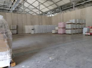 Opslagruimte te huur van +- 475m² met een vrije hoogte van >6m.<br /> Gelegen op een beveiligde site, langs de Hondzochtsesteenweg.<br /> Makk