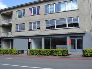 Het ruim commercieel pand van +/- 230 m² bevindt zich in het centrum van Schilde, vlakbij het postkantoor. Dit pand bestaat uit een commercieel g
