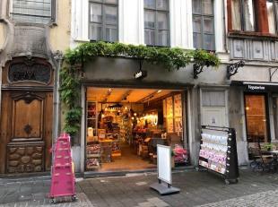 Gelegen in het historisch centrum van Antwerpen in de nabijheid van de Grote Markt en de Groenplaats vindt U dit unieke handelspand van ruim 450M2 met