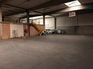 Opslagruimte van 850 m² te huur met een vrije hoogte van 6 m. Daarnaast is er nog een gedeelte polyvalente ruimte ( 120 m²), waar stockage v