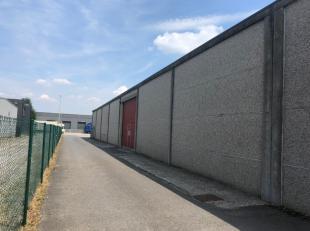 A louer entrepôt de +/- 380 m² avec une porte sectionnelle en bon état et isolé + 100 m² de bureaux avec alarme parlopho