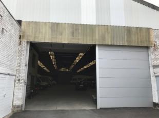 Het magazijn heeft een oppervlakte van ca. 1.235 m² op een even groot. De doorgang naar het magazijn via een koer bedraagt 4,5m. Het magazijn zel