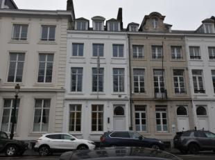 627m² kantoren te huur in een prachtig herenhuis op de Hertogstraat. Het gebouw bestaat uit 4 verdiepen, met elk verdiep +/- 120m² kantoren
