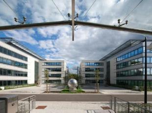 Kantoren van verschillende groottes te huur in Waver. Naast de E411 en de N4. Het gebouw is niet enkel dichtbij het centrum van Waver en Ottignies maa