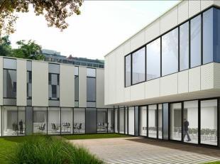 Gerenoveerde kantoorruimtes te huur in Sint-Joost-Ten-Noode. Deze ruimtes zijn gelegen tussen Kunst-Wet en Maalbeek, gemakkelijk bereikbaar met het op