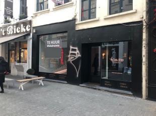 Deze commerciële ruimte van +/- 54 m² bevindt zich in de Korte Gasthuisstraat, in de drukke winkelbuurt Wilde Zee te Antwerpen.De winkel gen