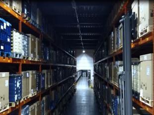Logistiek / industrieel gebouw te huur gelegen te Tienen, gelegen vlakbij de suikerraffinaderij. Het betreft een opslagruimte van in het totaal 17.716