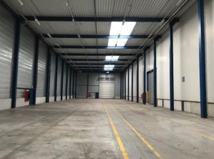 A louer entrepôt de 1000 m² avec portes sectionnelles + bureaux (possibilités de 40 m² à 2000 m²) avec grand parkin