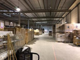 Schitterend logistiek gebouw in Waver. Gunstig gelegen naast de E411. De hal bestaat uit 5.070 m² opslagruimte (mogelijkheid 567 m² kantoren
