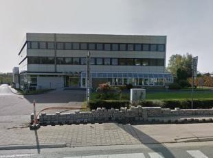 Bureaux avec beaucoup de visibilité, situé à côté du Ring de Bruxelles. Facilement accessible en transports commun (