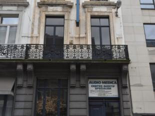 Prachtig herenhuis te koop in het hart van Brussel. Het gebouw beschikt over 4 volwaardige verdiepingen, sous-sol en binnenkoer. Het gebouw is gelegen