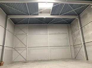 Unités PME à louer à Lier dans le zoning industrielle Duwijckpark.Surface de +/- 240 m² avec une hauteur libre de 8.30 m. Em
