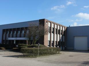Espace de stockage avec bureaux à louer situé à Sint-Stevens-Woluwe, près de Zaventem. L'espace de stockage a une superfic