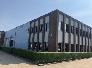 Bureaux et stockage à louer situés à Sint-Stevens-Woluwe, près de Zaventem. Les bureaux ont une superficie de 629m²,