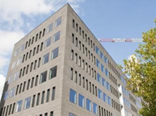Samen met de London Tower is dit de nieuwste kantorensite op de AMCA-site, vlakbij de Noorderlaan. High tech building met prachtige uitstraling en sch