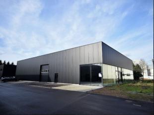 Industriële nieuwbouw te koop te Herent, gelegen vlakbij Leuven. De toonzaal heeft een oppervlakte van 350m², een lichtrijke ruimte met vele