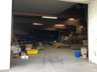 Espace de stockage de 482 m² à louer près de Gand avec un accès très facile au bâtiment par 2 portes sectionnel