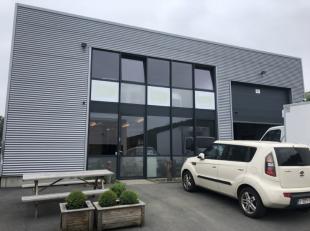 A louer entrepôt 210 m² 6 m de haut une grande porte sectionnelle et une cabine de peinture + 190 m² de Bureaux à Braine L'alle