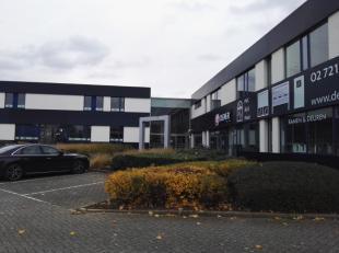 Kantoren van 800m² te huur in Zaventem. Ideaal gelegen op de Leuvensesteenweg. Makkelijk bereikbaar met de wagen en het openbaar vervoer. Voldoen