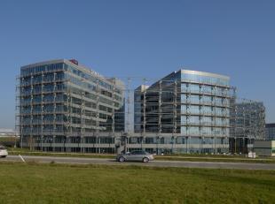 Instapklare, moderne kantoren te huur aan zeer interessante voorwaarden. De kantoren zijn ideaal gelegen, makkelijk bereikbaar met het openbaar vervoe