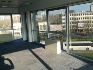 Moderne kantoren met vernieuwde technieken. Vlotte verbinding naar het Zuidstation en naar de Brusselse Ring.Nieuwe warmtepompen en zonnepanelen zorge