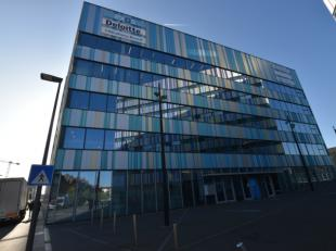 Bureaux modernes à louer à 1 minute à pied de la gare de Louvain. Facilement accessible en voiture et bien sûr en transport