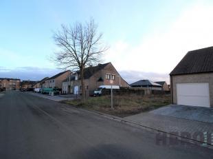 Bouwgrond voor halfopen bebouwing te Diepenbeek.<br /> Perceelbreedte: 12 m<br /> Perceeldiepte: 39,58 m<br /> Oppervlakte: 494 m²<br /> Dit perc