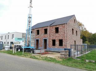Deze 2 halfopen energiezuinige nieuwbouwwoning zijn in opbouw in een doodlopende residentiële straat in Viversel (Heusden-Zolder).<br /> Uitsteke