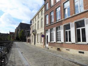 Onder de toren van de Sint-Geertruikerk, midden in het historisch centrum van Leuven, zijn wij vereerd dit opbrengsteigendom te koop aan te bieden. Di