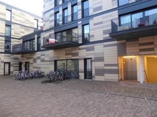 Aan het uiterst aangename leefcomplex, meer bepaald het nieuwbouwproject Vesalius, in de onmiddellijke nabijheid van winkels en gezellige restaurants,