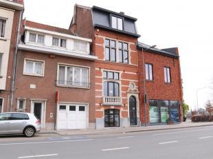 Magnifiek gerenoveerde herenwoning met 3 slaapkamers gelegen op de Kapucijnenvoer te Leuven.  Deze historische woning met monumentale inkomdeur en ink