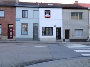 Deze gerenoveerde woning met een leuke stadskoer met terras is zeer centraal gelegen, vlakbij alle belangrijke invalswegen, het station van Heverlee e