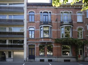Deze herenwoning met een mooie en diepe tuin met garage of projectgrond bevindt zich aan de groende zijde van de ring van Leuven, op wandelafstand van