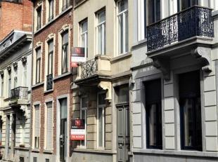 Deze prachtige burgerwoning is gelegen midden in het historisch centrum van Leuven. Dit eigendom met een grondoppervlakte van 388 m² en een bewoo