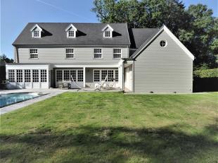 Wij hebben het genoegen deze tijdloze en recente villa van 2006 in Long Island style te koop aan te bieden.<br /> Deze exclusieve en luxueuze villa op