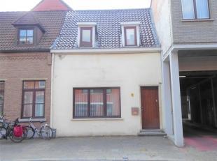 Deze verrassend ruime woning met atelier  ligt in het centrum van Leuven en vlakbij alle belangrijke verbindingswegen. Deze stadswoning met een grondo