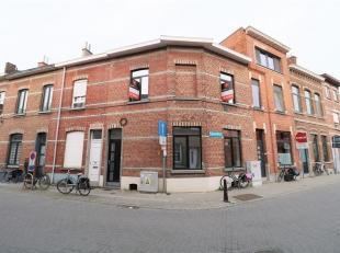 Dit in 2017 gerenoveerd appartement ligt op een zucht van het centrum van Leuven en vlakbij alle belangrijke verbindingswegen. Deze welgelegen woning