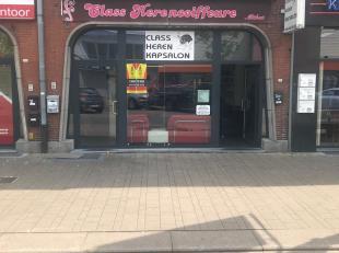 """De handelszaak is gelegen op de bekende winkelstraat """" Stalenstraat"""" nr 161 te Genk.<br /> Wara, Delhaize , Action, Kruidvat en openbaar vervoer in de"""