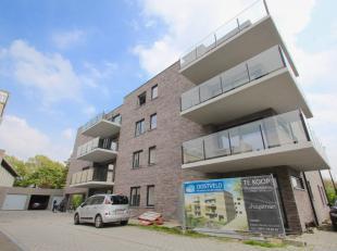Dit heel rustig gelegen appartement heeft logische ruimtes en is zeer goed gelegen vlakbij Eeklo en de invalswegen.<br /> Wat vooral opvalt is de lich