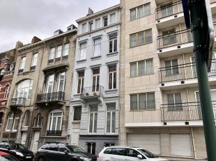Superbe maison de Maître de +- 350m2 à louer à proximité du Square Ambiorix et des Institutions EU! Elle se compose de 5 ni