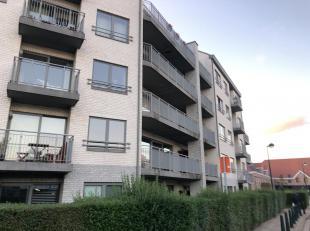 Dans un Clos Privatif à 50m d'un metro, nous vous invitons à venir découvrir un bel appartement situé au calme à pr