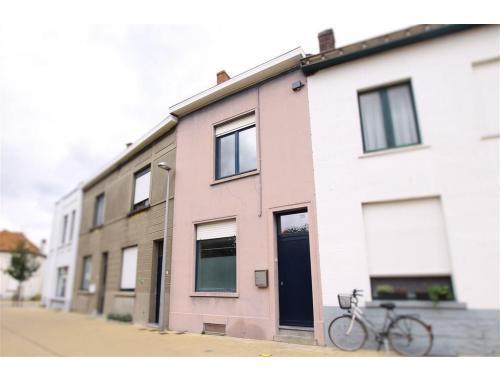 Eengezinswoning te koop in Kortrijk, € 195.000