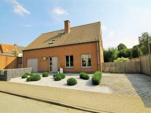 In een rustige woonwijk te Hooglede straalt deze villa in al zijn glorie. Op minder dan 5 km van het centrum van Roeselare staat deze woning garant vo