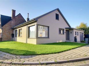 Hoekwoning te koop in de Hellestraat 12 te Wevelgem nabij Bissegem. Bestaande uit inkom, ruime living, ingerichte keuken en 4 slaapkamers. Aan berging