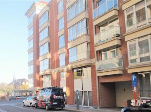 Dit gezellige appartement is gelegen op de 1ste verdieping met zicht op de leie en op enkel stappen van de Grote Markt.<br /> Indeling van het apparte