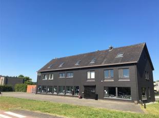 In Stokrooie (Hasselt) op de Stokrooieweg 29 ligt dit ideaal gelegen handelspand met appartementen en een eengezinswoning. Aan de zijkant zijn er nog